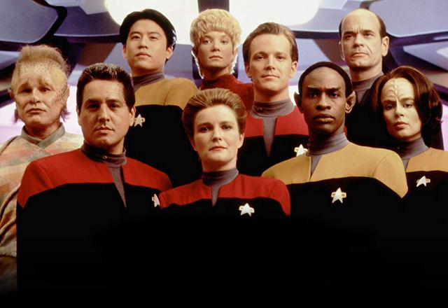 Star Trek Voyager cast photo