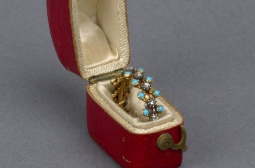 Harriet Shelley engagement ring.jpg